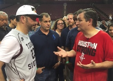 Kimmel (L) and Cruz speak with Mike Malkemes, founder and CEO of Generation One (C); (Photo: Chris Daigle)