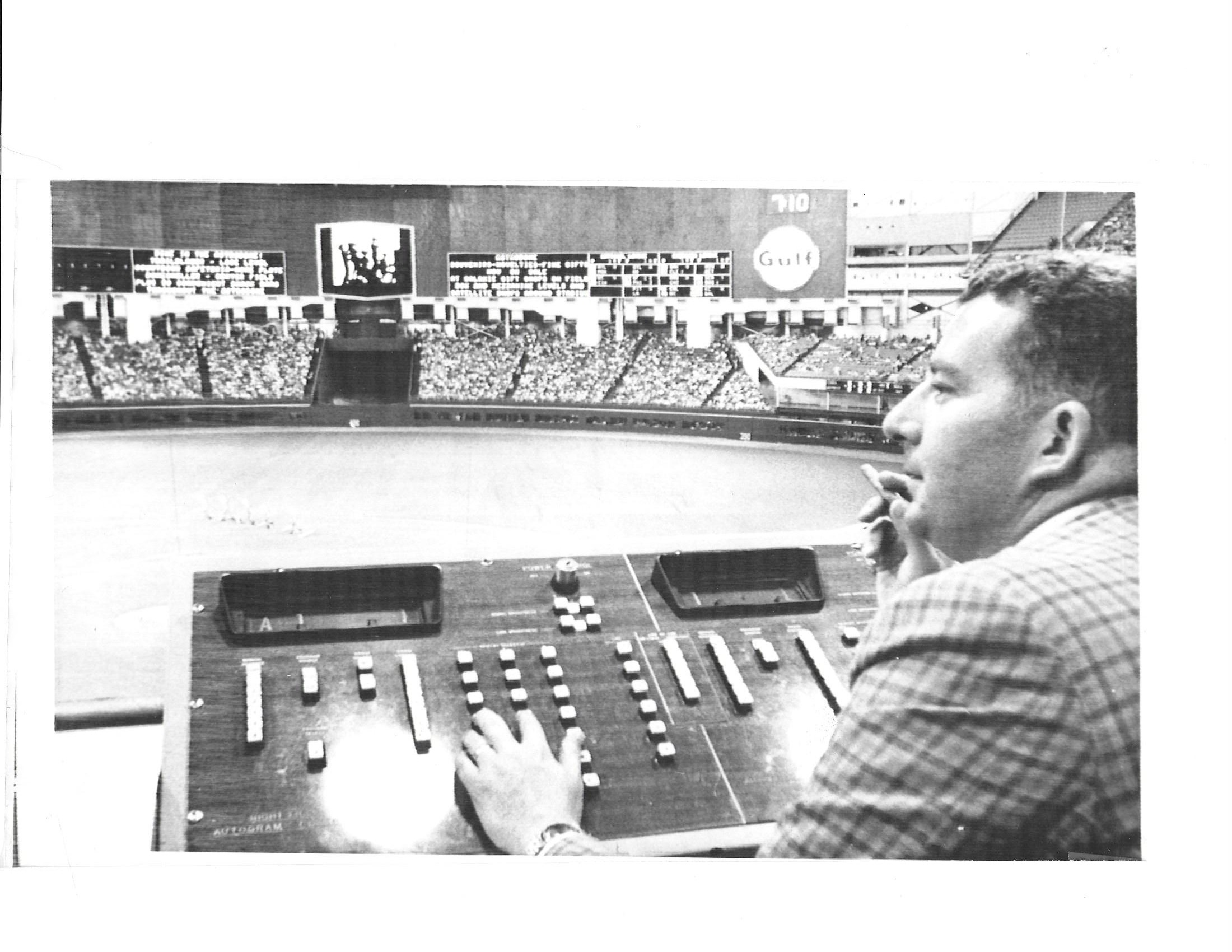 Bill Giles with scoreboard