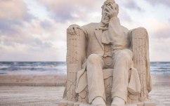 liberty-crumbling-by-damon-langlois-1