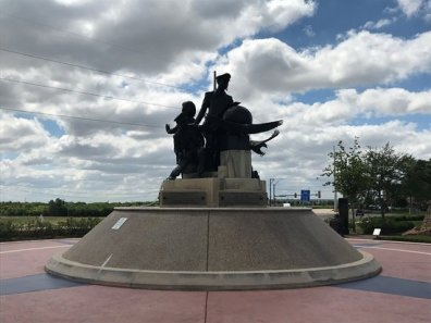 flight-crew-statues